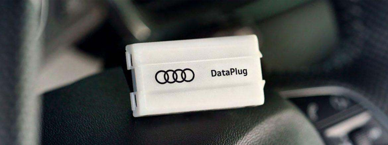 imagen del dispositivo dataplug que se conecta al coche para enviar la información a la app de Audi Connect Plug and Play